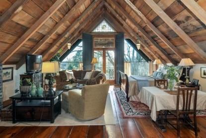 Thistletop Inn Dauphine Suite Living Room