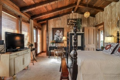 Thistletop Inn Taos Room Television