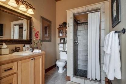 Thistletop Inn Taos Bathroom