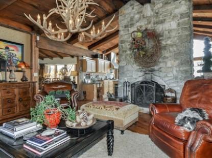 Thistletop Inn Living Room