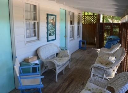 Sea View Inn- cottage patio