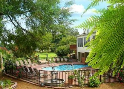 Southern Cross Guest Ranch Bed & Breakfast, swimming pool