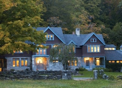 110-year-old luxury farmhouse on 10 country acres with magnificent trees, lawns & forest - close to Tanglewood and Lenox.