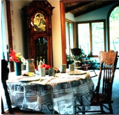 The Potter's Wheel Bed and Breakfast-Dining Table
