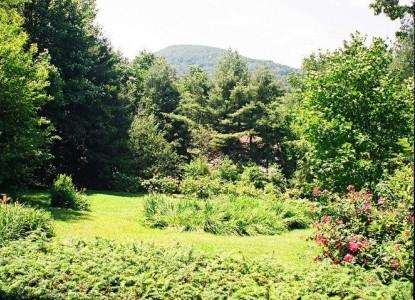 Colonial Pines Inn Bed &Breakfast, garden