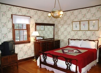 Nauvoo Grand - A Bed and Breakfast Inn-Esther's Garden