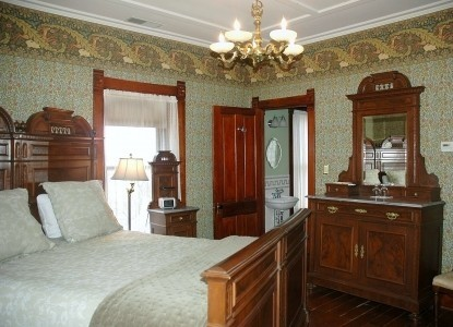 Nauvoo Grand - A Bed & Breakfast Inn-Beth's Forest Bedroom