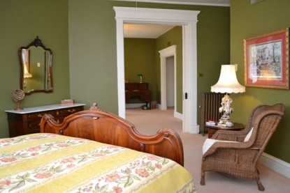 The Grand Anne Bed & Breakfast bed
