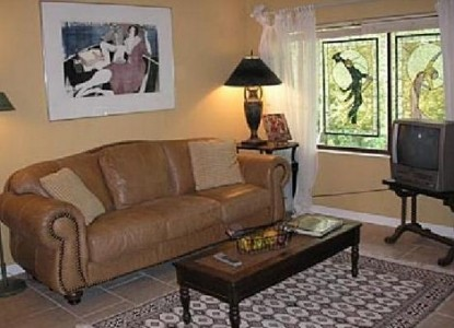 Lily Creek Lodge Bed & Breakfast-Couch