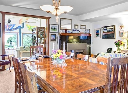 Boreas Bed and Breakfast Inn-Dining Table