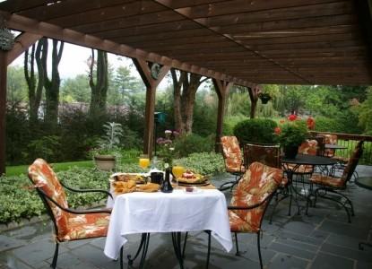 Brookside Mountain Mist Inn, patio