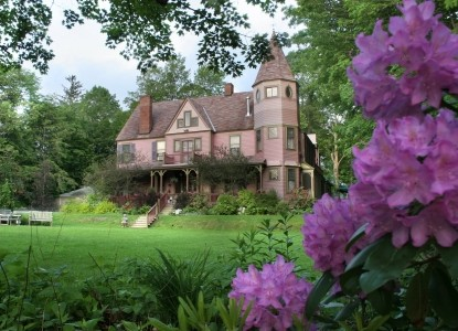 Fairy-tale Victorian bed & breakfast has the best location in the Berkshires! Comfort & convenience!