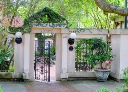 Presidents' Quarters Inn Gate