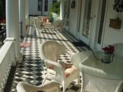 Cool Breeze Bed & Breakfast outdoor seating