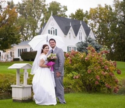 Allegan Country Inn-Wedding Couple