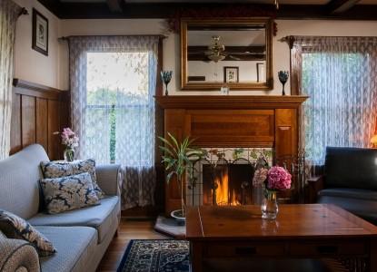 Calistoga Wine Way Inn living room