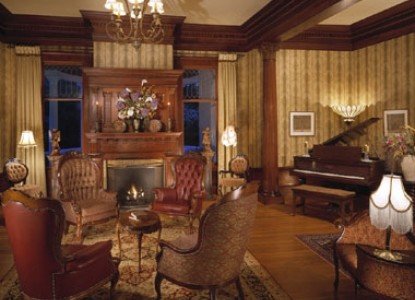 Churchill Manor Bed and Breakfast, Parlor