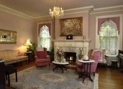 Federal Crest Inn Bed & Breakfast-Living Room