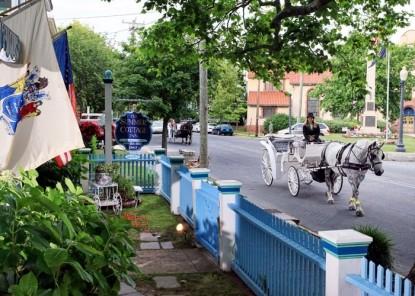 The Harrison Inn, horse carriage
