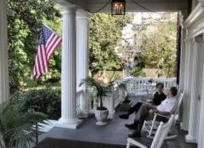 Federal Crest Inn Bed & Breakfast-Relax on the Porch