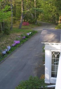 Poetry Ridge Bed and Breakfast - Greenfield, Massachusetts, driveway