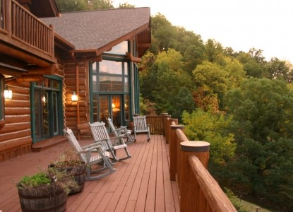 Throw away your cares, watch the sunset, listen to the wildlife...just minutes from Asheville!