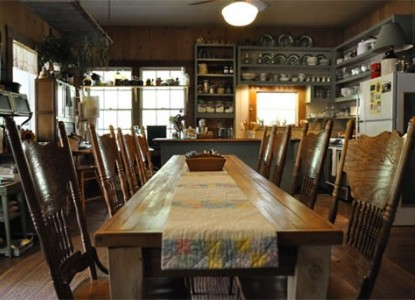 Holly Hill Homestead B&B / Parkers Crossing Cabin, Hughes Springs, Texas, dining table