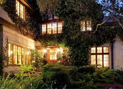 Old Monterey Inn sideview