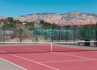 A Sunset Chateau B&B, tennis court