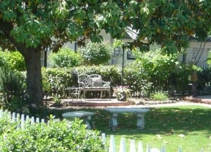 Jacksonville's Magnolia Inn front garden