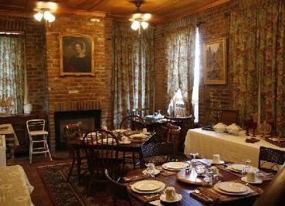 Susanna's Guest Hous,e dining room