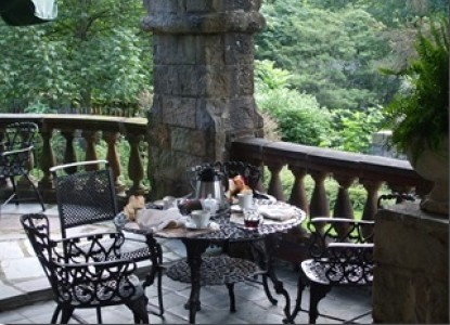 The Castle Bed & Breakfast-Outside Seating