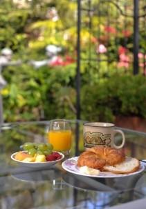 Noe's Nest breakfast