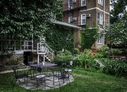 adam's inn garden seating