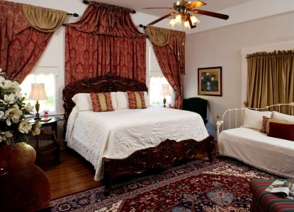 Devereaux Shields House, Natchez, MS, bedroom