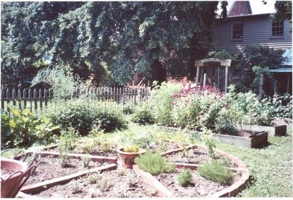The Jackson Rose Bed & Breakfast garden