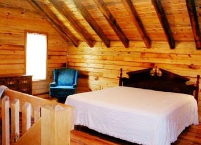 Hunter's Run Lodge Bed & Breakfast cabin 2