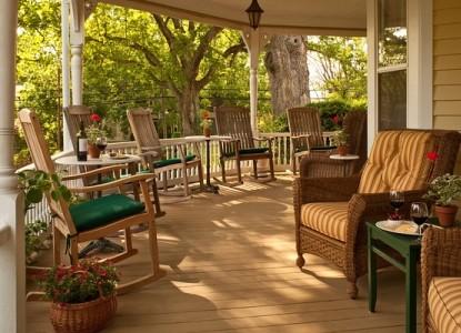 The Oaks Victorian Inn outdoors
