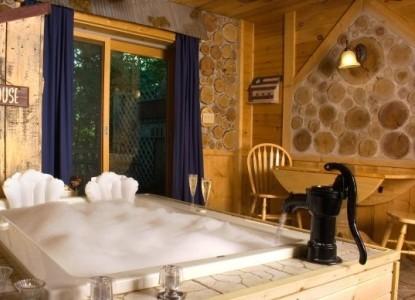 Lazy Cloud Lodge, blue moon suite