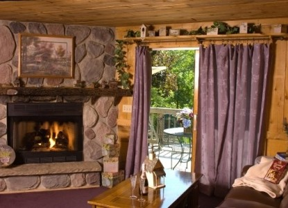 Lazy Cloud Lodge, Stone Grotto Suite