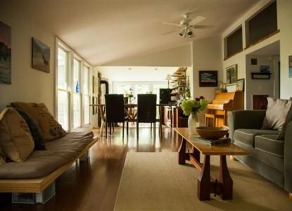 Walnut Hill House B&B Retreat living room