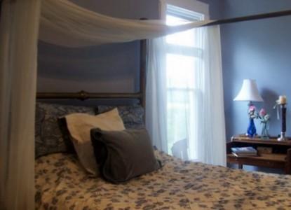 Walnut Hill House B&B Retreat bedroom