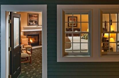 The Captain's Manor Inn, living room