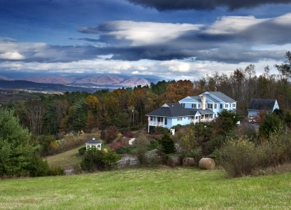 Gracious English Country Inn nestled on a scenic hillside overlooking the Shenandoah Valley and Blue Ridge Parkway, with breathtaking Panoramic Views! Voted One of the Top 10 Romantic Inns in the USA!