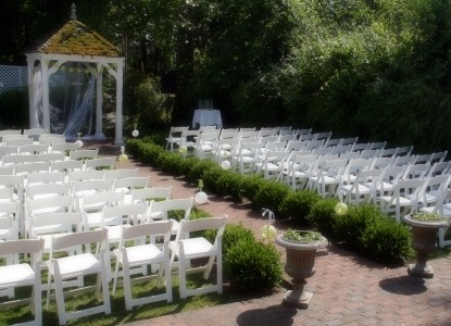 Colonel's Cottage Inns and Bourbon Loft- Ceremony
