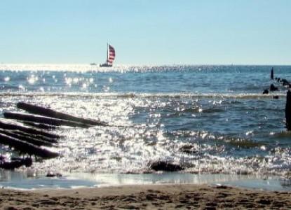 Wickwood Inn, ocean waves