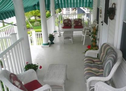 Inn The Gardens Bed & Breakfast, porch