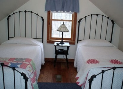 The Cabin at Still Waters Farm bedroom