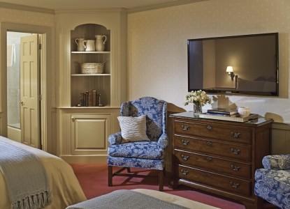 Green Mountain Inn- Bedroom