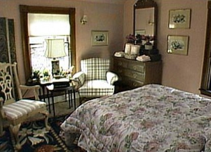 Mary Van's 'This Old House' Bed and Breakfast-Bedroom